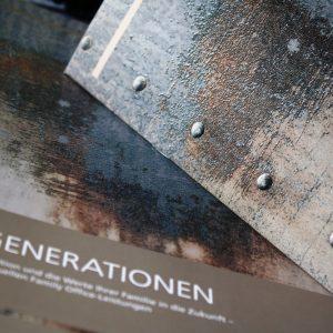 Strukturlack mit extra Glitteranteil auf kratzfester Mattfolie zur Nachahmung von Metall und Rost.